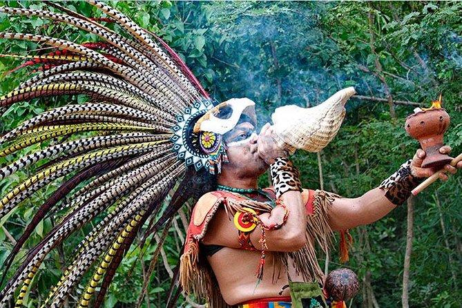 Шаман обявява началото на церемонията в ритуала на маите
