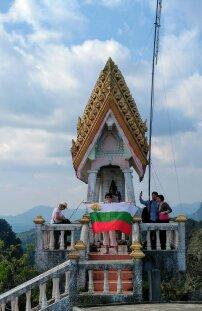 Мъката по изкачването до Тайгър кейв заслужава развяването на българското знаме