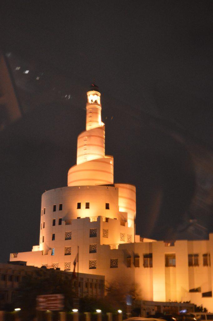 Всички сгради в Доха са дело на прочути архитекти и са художествено осветени