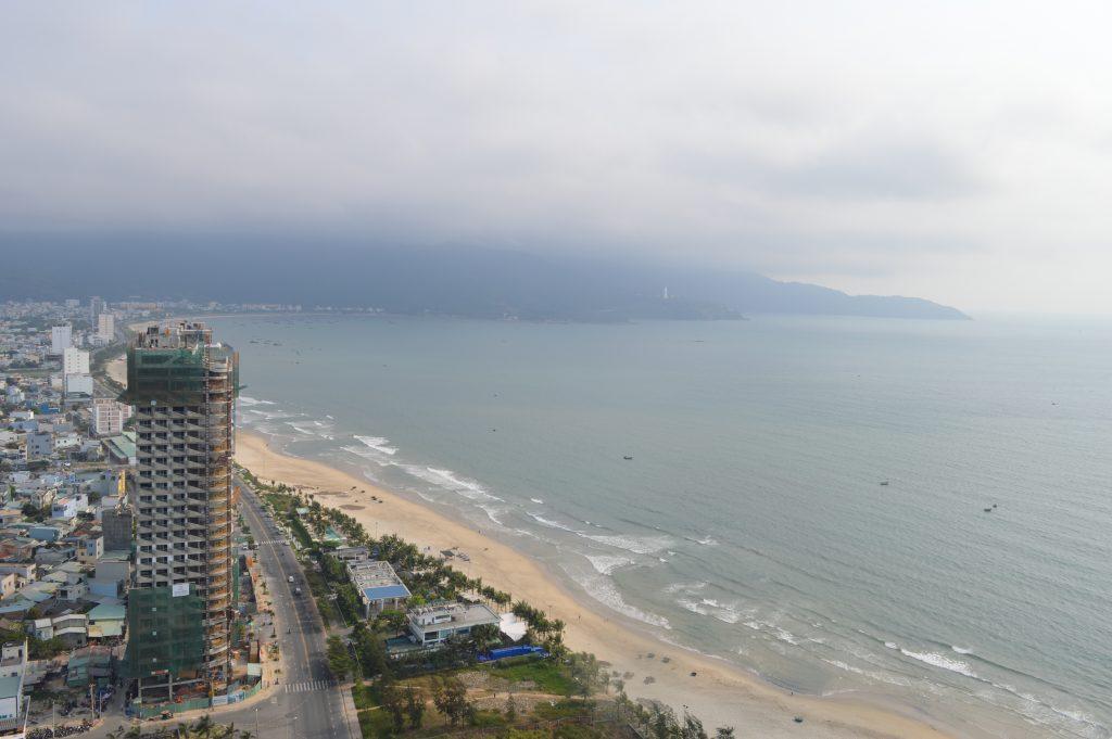 Поглед от Four points by Sheraton към плажа в Дананг