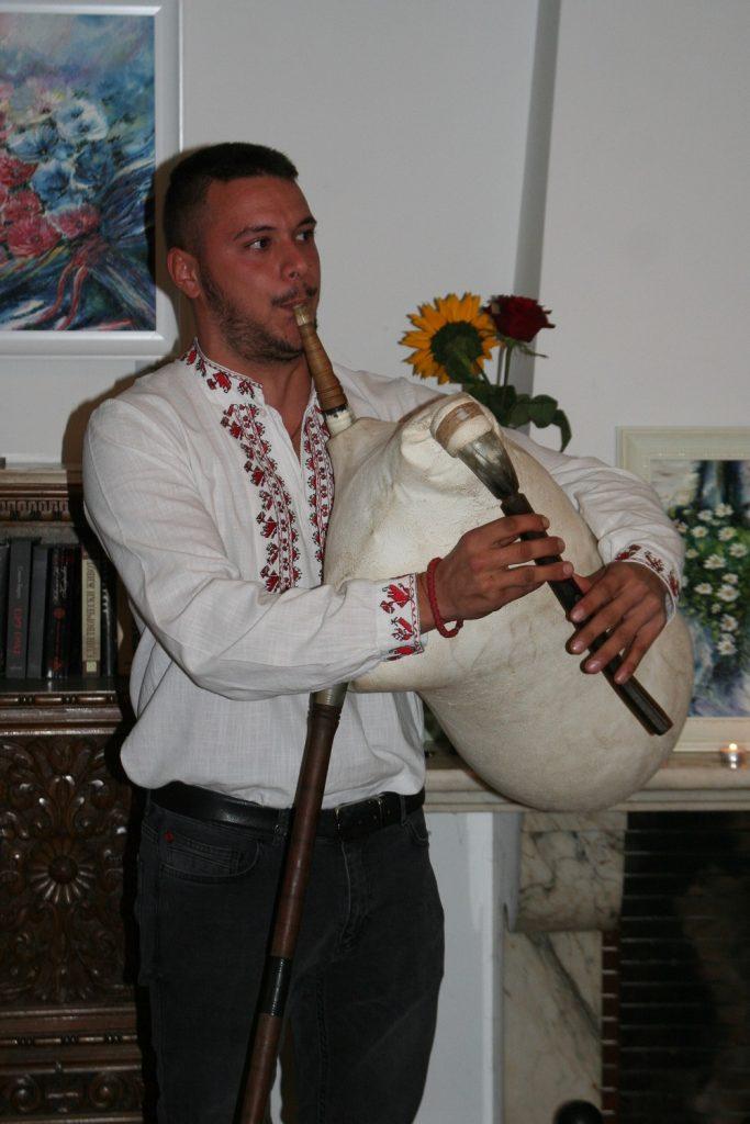 Гайдарят Стоян от Българската национална гайдарска асоциация. Снимка Тина Прокопова