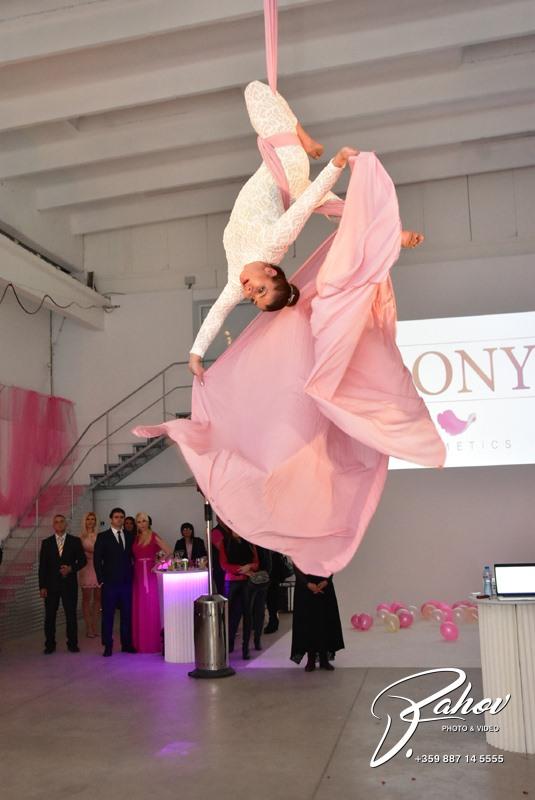 Дони Чачова представи собствена козметична линия