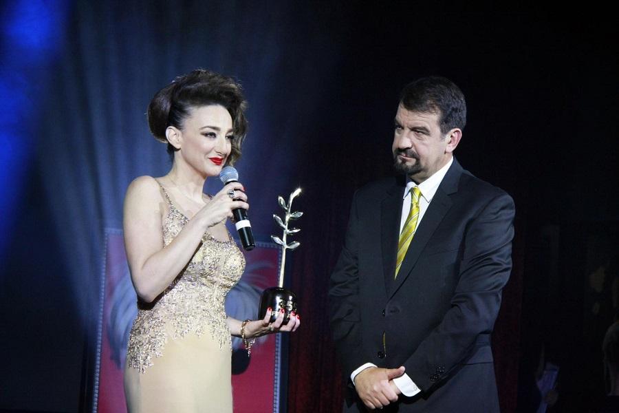 Деси Тенекеджиева с Ники Кънчев на награждаването