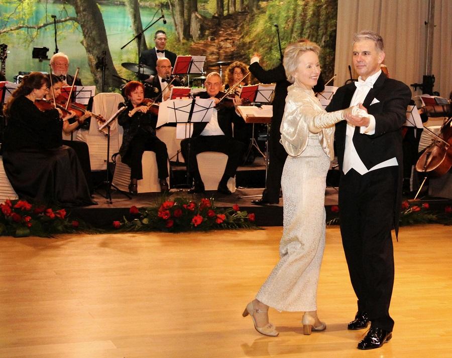 Андреа Вике и съпругът й откриха танците