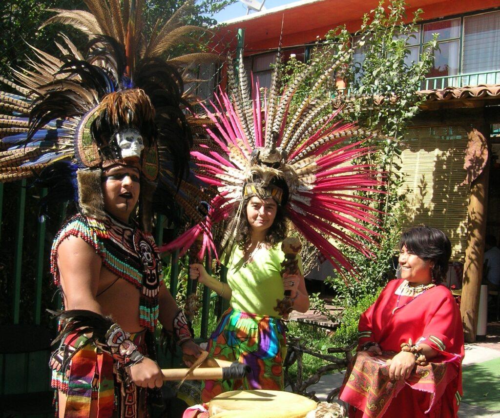 Маги Гигова с потомци на ацтеките
