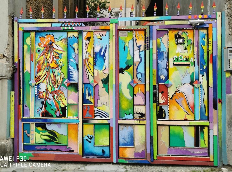 Яхнаджиев претвори непозната картина на Златю Бояджиев… в порта на проф. Герджиков.