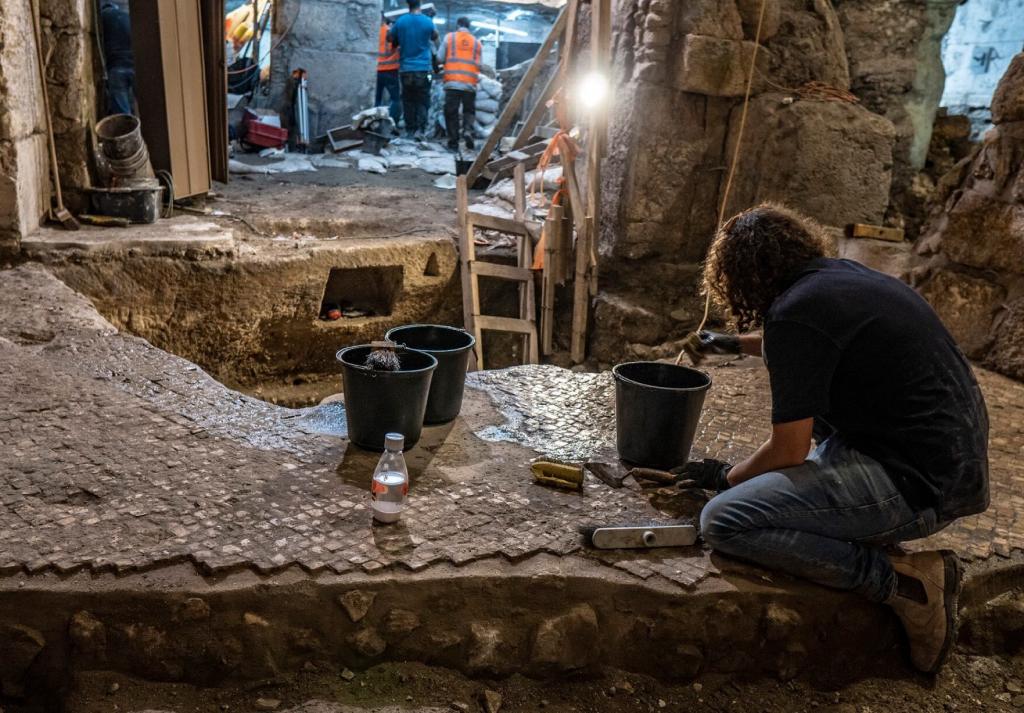 Откриха камери на 2000 години под Стената на плача