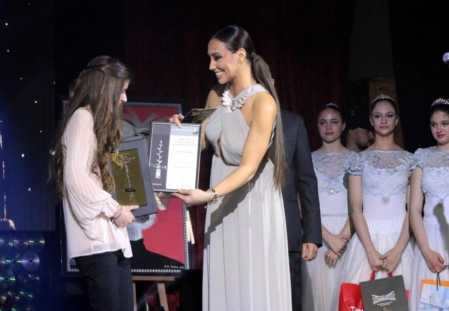 Мария Илиева  предостави парична награда за реализация на видео клип на един от музикалните таланти – перкусионистката Сара Чакърова.