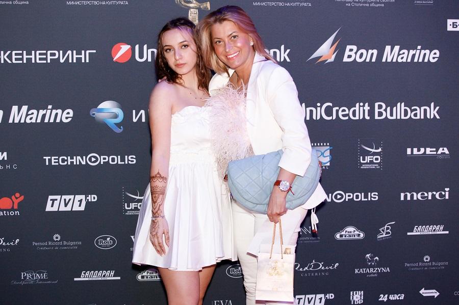 Нели Беширова с дъщеря си Виолета