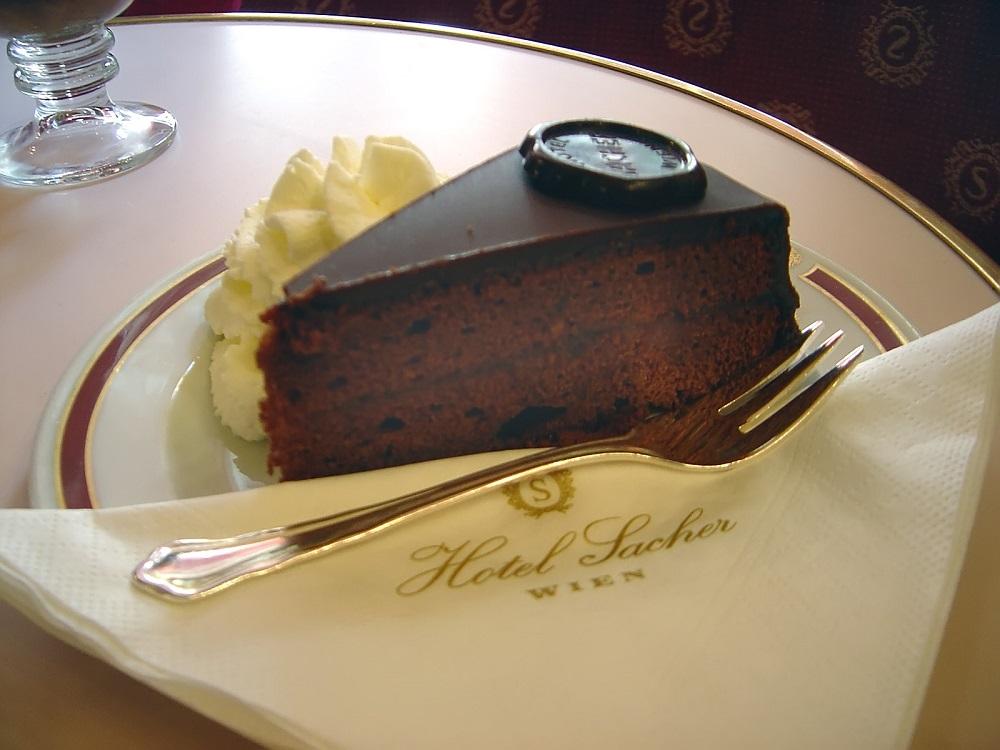Оригиналната торта Сахер в едноименния хотел във Виена! © Hotel Sacher