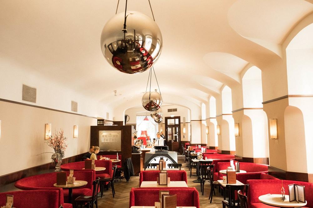 Виенски кафенета се превръщат в летящи класни стаи  Cafe 2 © Cafe Museum
