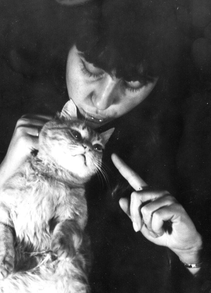 Любимият котарак на поетесата - Джеки Уинчъс Джо Хъкъл Бери Фин - Джонката