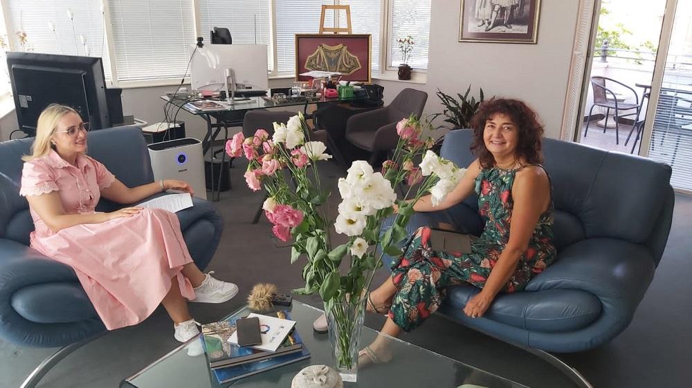 Н.Пр. Доника Ходжа и Магдалена Гигова в албанското посолство